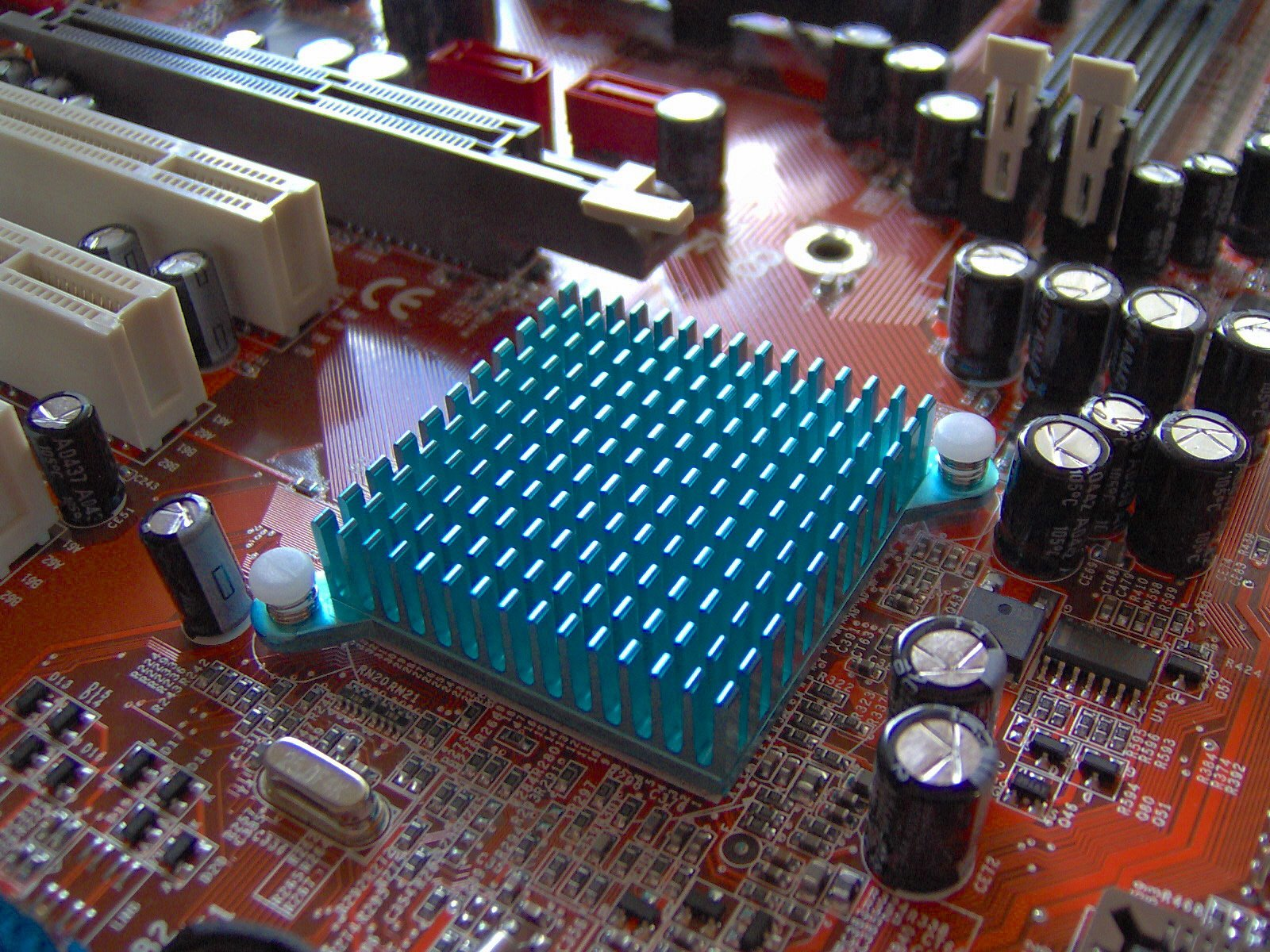 A copper heat sink to move heat away from a motherboard.